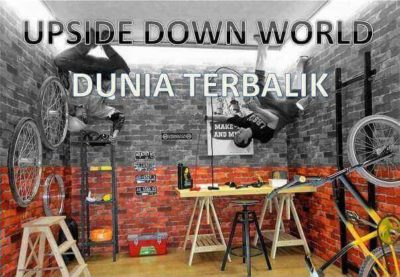 "Dunia Terbalik di ""Upside Down World"""